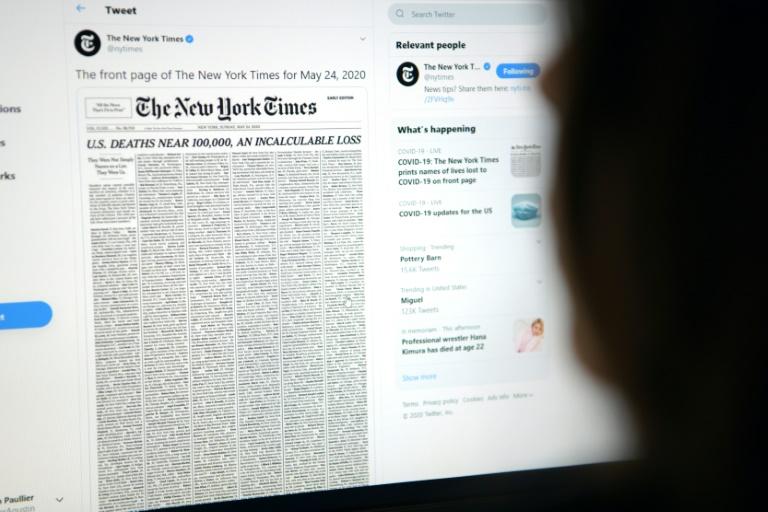 Mulher visita página do New York Times em 23 de maio de 2020