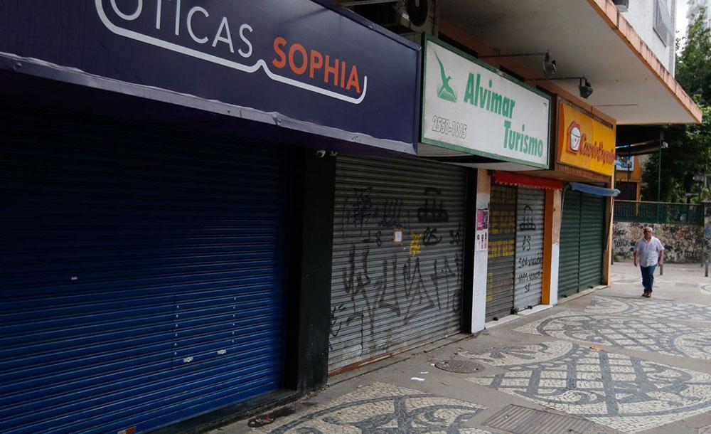 O descumprimento do isolamento social ou lockdown imposto em várias cidades estão sujeitos a punições