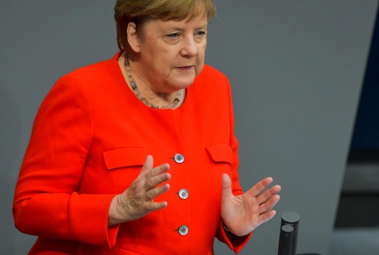 A chanceler alemã Angela Merkel discursa no Parlamento em 18 de junho de 2020