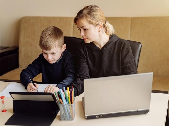 O desafio é maior para os alunos mais novos que nem sempre se adaptam às tarefas online