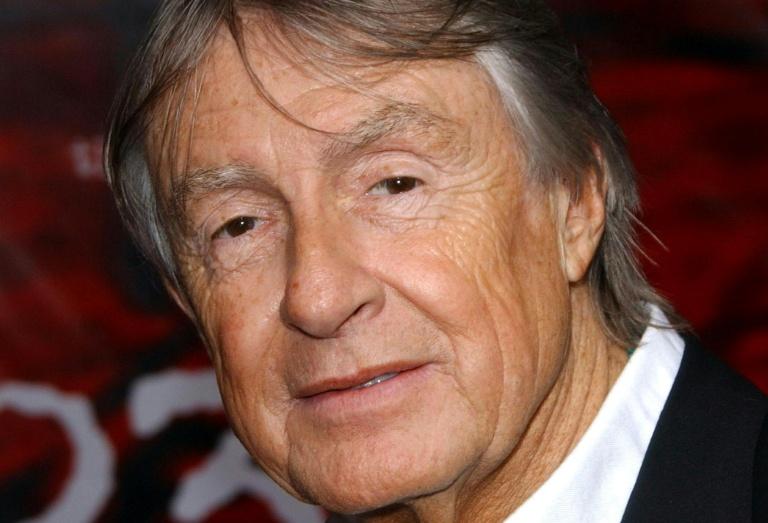 Nascido em 1939, Schumacher estudou design de interiores iniciou sua carreira em Hollywood como figurinista, trabalhando no filme 'O dorminhoco', dirigido por Woody Allen, em 1973