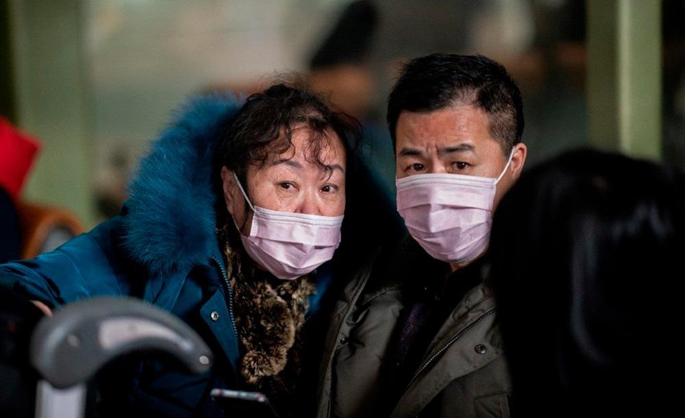 Casal de chineses passa por controle em aeroporto de Pequim