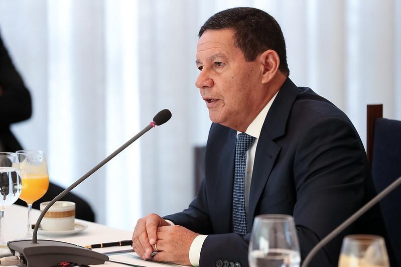 'O Brasil responderá com a verdade e com trabalho responsável em prol da proteção e preservação da Amazônia', disse Mourão