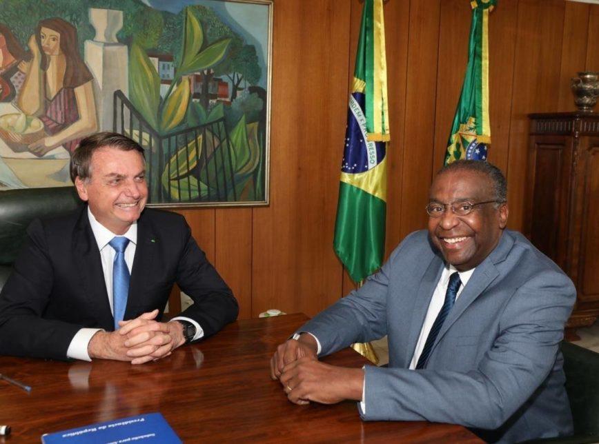 Decisão foi anunciada pelas redes sociais de Bolsonaro
