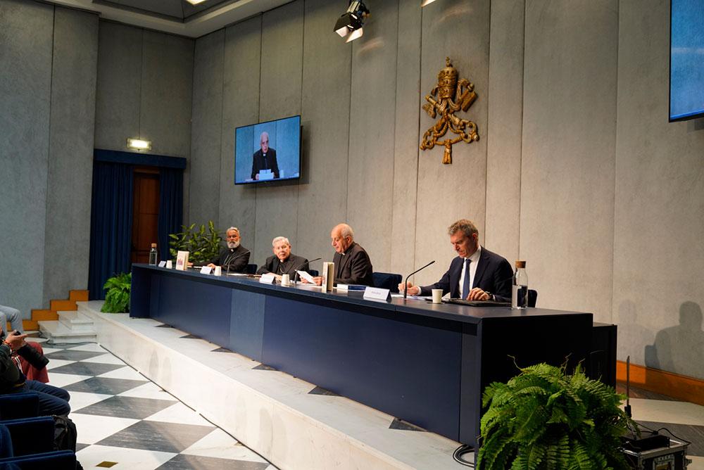 Presidente do Conselho Pontifício para a Promoção da Nova Evangelização sublinha necessidade de superar 'esquema escolar'