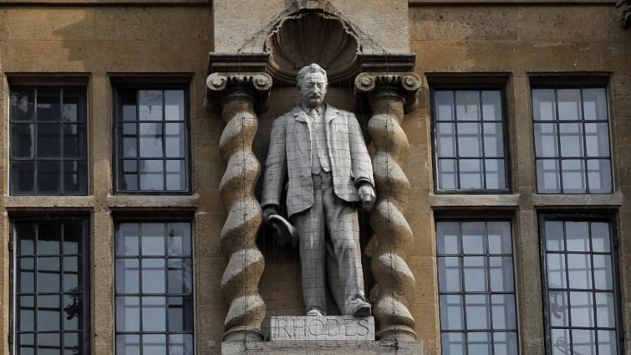 Estátua do britânico Cecil Rhodes, na Universidade de Oxford, que será removida. Igreja britânica admite rever monumentos de pessoas relacionadas à escravidão