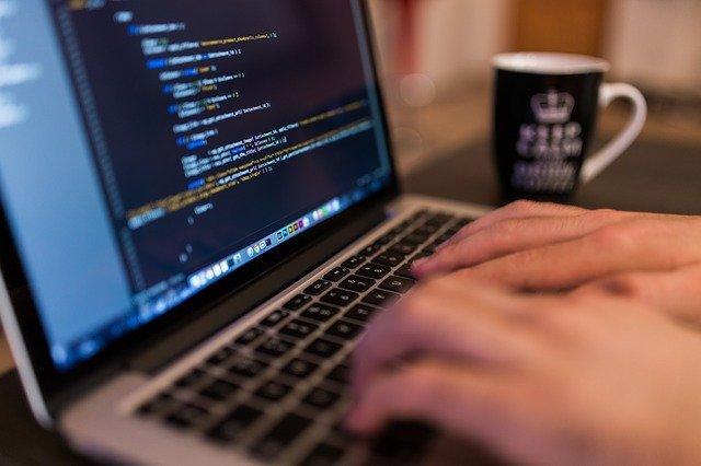 Programação básica é uma das possíveis áreas para estudantes de computação