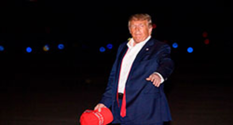 O presidente dos EUA, Donald Trump, aporta em Maryland, em 21 de junho de 2020, depois de retornar do comício de Tulsa, Oklahoma Nicholas Kamm / AFP (Nicholas Kamm / AFP)