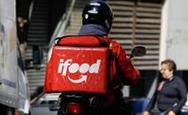 Motoristas do iFood, Rappi, Loggi e Uber Eats pedem melhores condições de trabalho (AFP)
