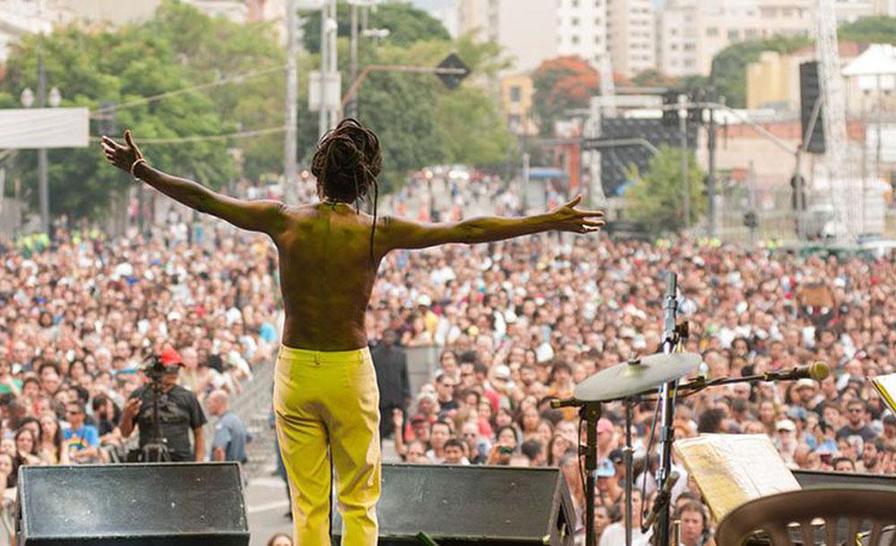 Show durante a Virada Cultural de São Paulo, que reúne milhões de pessoas