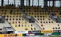 Torcida do Horsens, da Dinamarca, vai ao estádio, mas mantém distanciamento social (Site oficial do Randers)