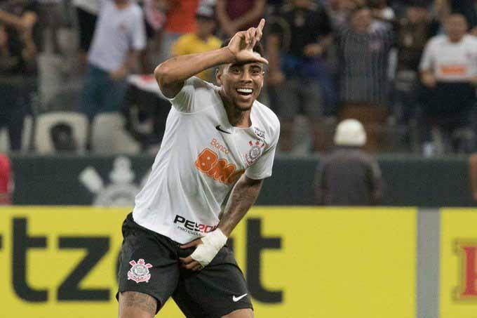 Jogador foi liberado pelo Corinthians para viajar