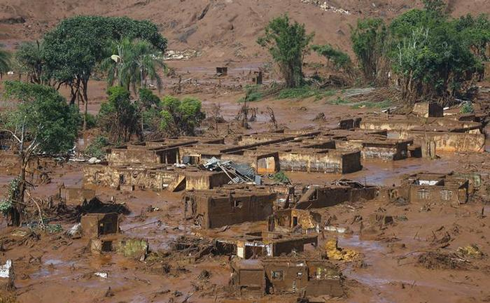 Distrito de Bento Rodrigues, atingido por rompimento de barragem em Mariana (MG) 6/11/2015