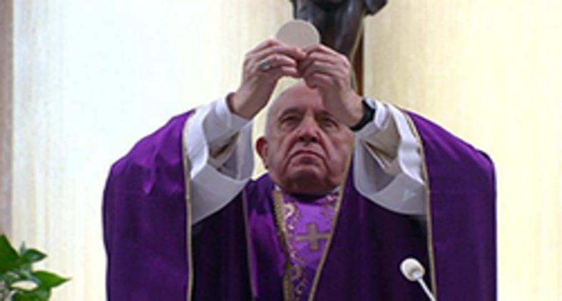 Papa Francisco durante missa transmitida ao vivo na casa Santa Marta, em março deste ano (Vatican Media)