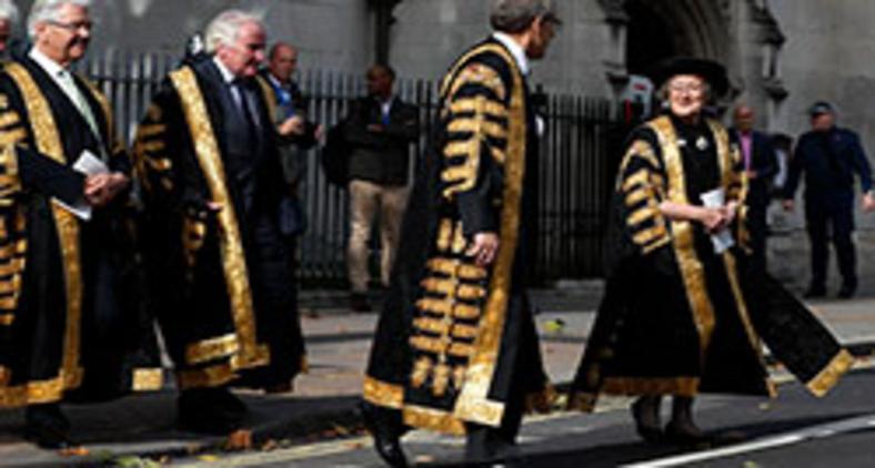 Brenda Hale, presidente da Suprema Corte, e seus colegas juízes do Reino Unido (AFP)