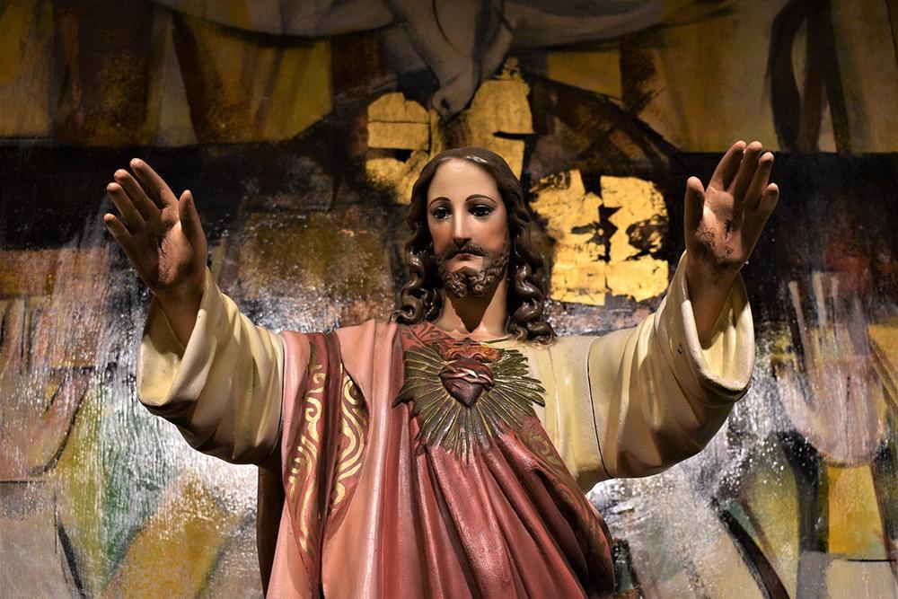 O Coração de Jesus revela a misericórdia de Deus que se expressa em todas as palavras e atos do Mestre de Nazaré.