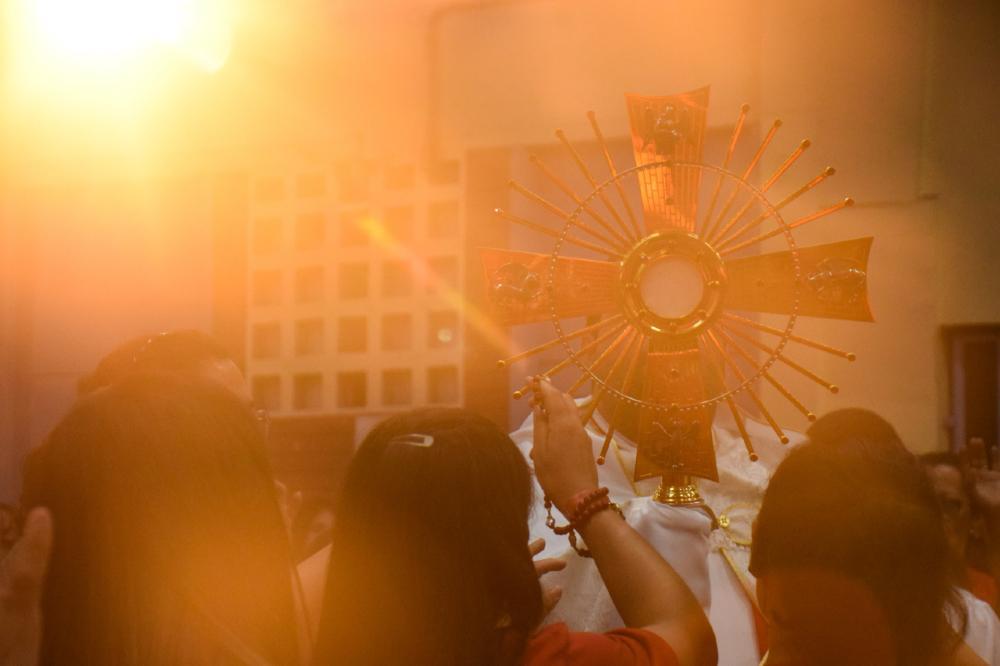 É urgente superar o imperativo do 'ver', no que diz respeito à Eucaristia, para a justa valorização dos sentidos aos quais ela de fato remente