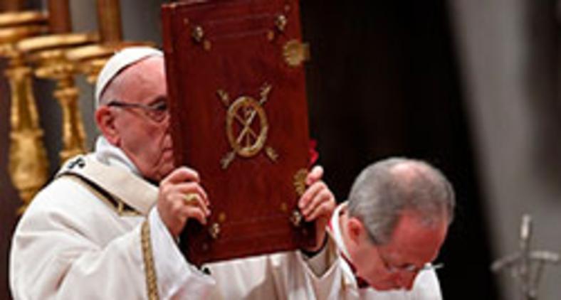 A mesa da Palavra é caminho necessário e incontornável para o acesso à mesa da Eucaristia (AFP)