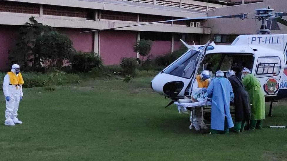 Regional de Santarém recebendo seu 2º paciente suspeito de Covid-19, por meio de transporte aeromédico, que foi transferido de Oriximiná com quadro grave