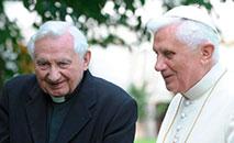 Bento XVI com seu irmão George Ratzinger (Vatican Media)
