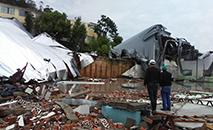 Forte ventania destruiu um galpão comercial em Palmitos (SC) (Divulgação/Defesa Civil-SC)