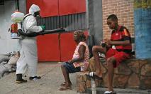 A infecção pelo coronavírus diminui em localidades onde a população tem melhor nível educacional (AFP/Arquivos)
