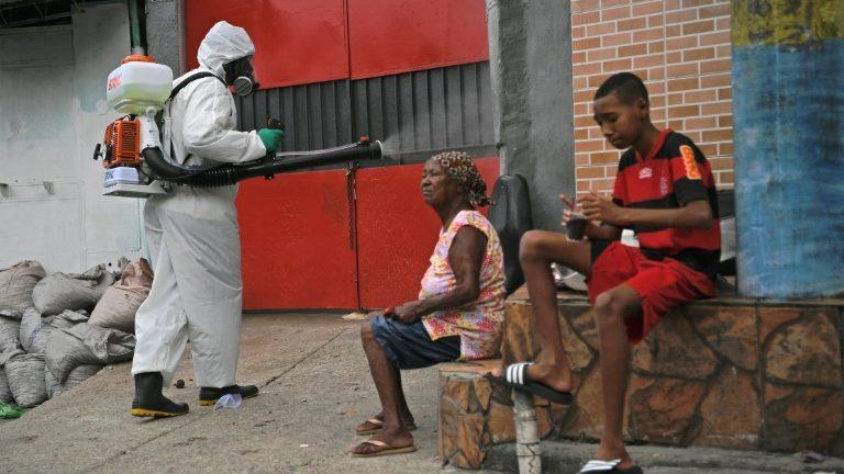 A infecção pelo coronavírus diminui em localidades onde a população tem melhor nível educacional