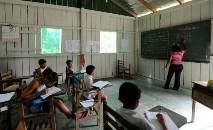 Meta estabelece que 100% das crianças de 4 a 5 anos devem estar na escola (Evaristo Sá/AFP)