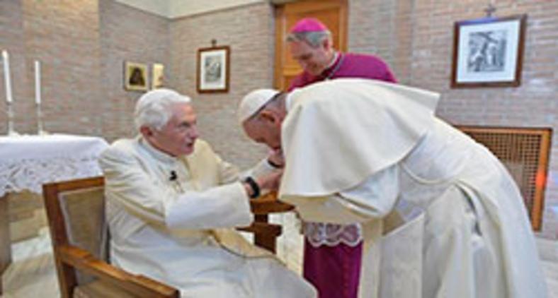 Papa Francisco encontra Bento XVI na véspera da canonização de Paulo VI, em 2018 (Vatican Media)