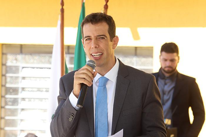 Feder é formado em Administração de Empresas pela Fundação Getulio Vargas (FGV)