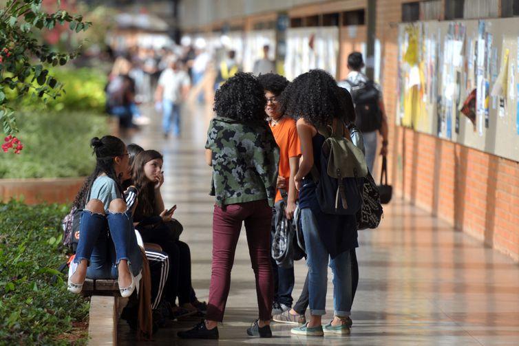 Algumas universidades têm cerca de 4 mil dissertações defendidas por ano