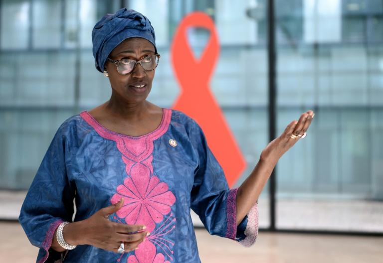 Diretora-executiva da Unaids teme que laboratórios privados restrinjam acesso à vacina