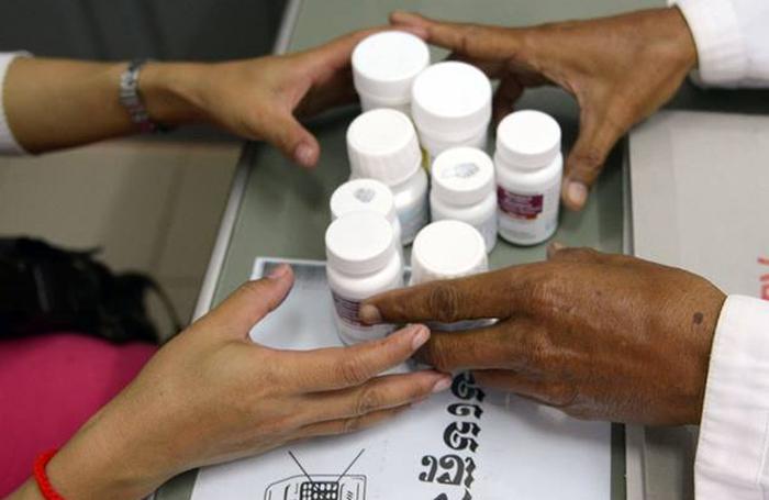 Pesquisa aponta que 24 países relataram que estão com baixo estoque de antirretrovirais