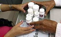 Pesquisa aponta que 24 países relataram que estão com baixo estoque de antirretrovirais (AFP)