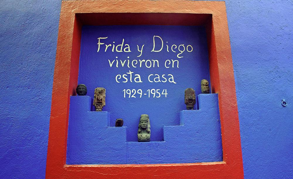 Na bonita Casa Azul, Frida Khalo viveu e morreu em companhia de Diego Rivera, o mais talentoso muralista mexicano