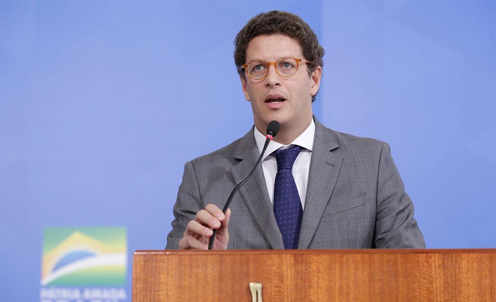 Salles disse que o governo federal deveria aproveitar a 'oportunidade' da pandemia do novo coronavírus para 'ir passando a boiada'