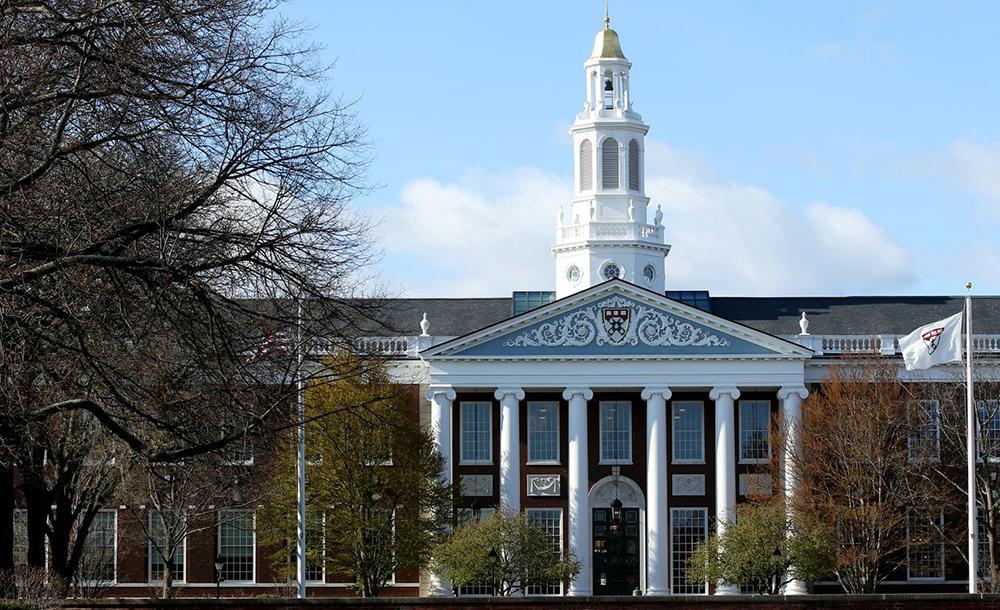 Harvard e o MIT têm juntos cerca de 35 mil alunos. Destes, aproximadamente 9 mil são estrangeiros