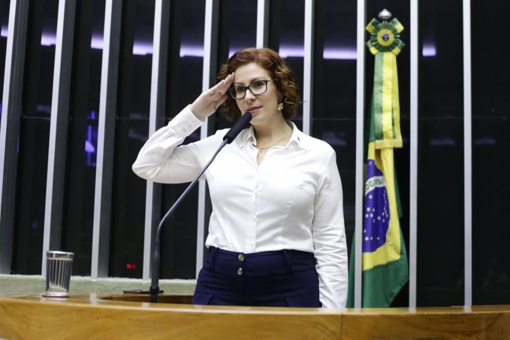 Investigada pelo STF no inquérito das fake news, Carla Zambelli está na lista dos parlamentares que gastam verba com vídeos