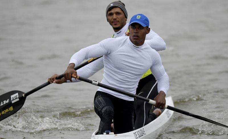 Atletas vivem em Lagoa Santa (MG) e têm acesso a um espaço exclusivo para praticar a canoagem velocidade