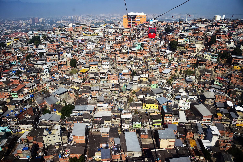 Estima-se que 22% dos habitantes do município do Rio de Janeiro moram em áreas de favelas