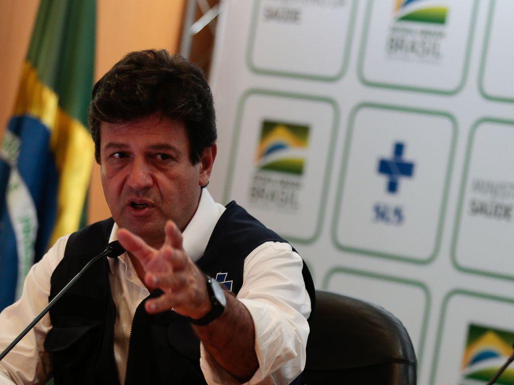 Mandetta afirmou ainda que Bolsonaro desvia o foco da omissão do governo federal na pandemia ao estimular o debate sobre uso da cloroquina, medicamento sem eficácia comprovada contra a Covid-19