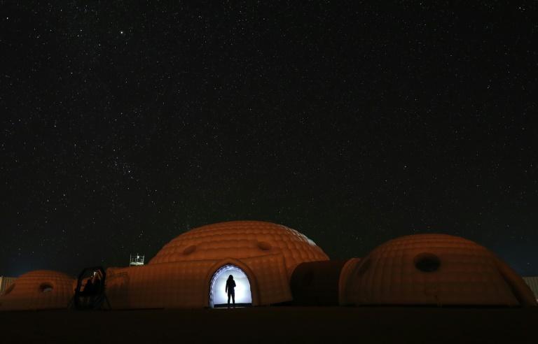 Participante da missão AMADEE-18, de simulação marciana, em 7 de fevereiro de 2018 no deserto de Dhofar, em Omã