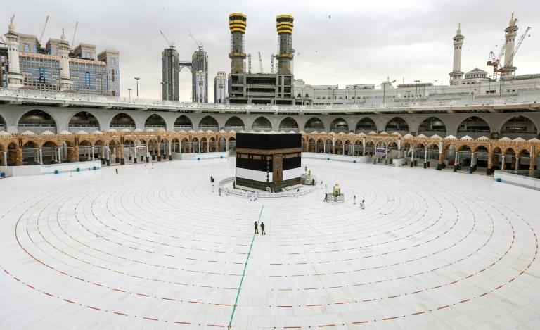 A Kaaba, na Grande Mesquita de Meca, em 28 de julho de 2020