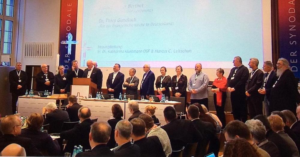 Sessão final da primeira assembleia do Caminho Sinodal da Igreja na Alemanha: os bispos não vêem alternativas ao modelo de colegialidade que têm tentado em várias dioceses e a nível nacional.