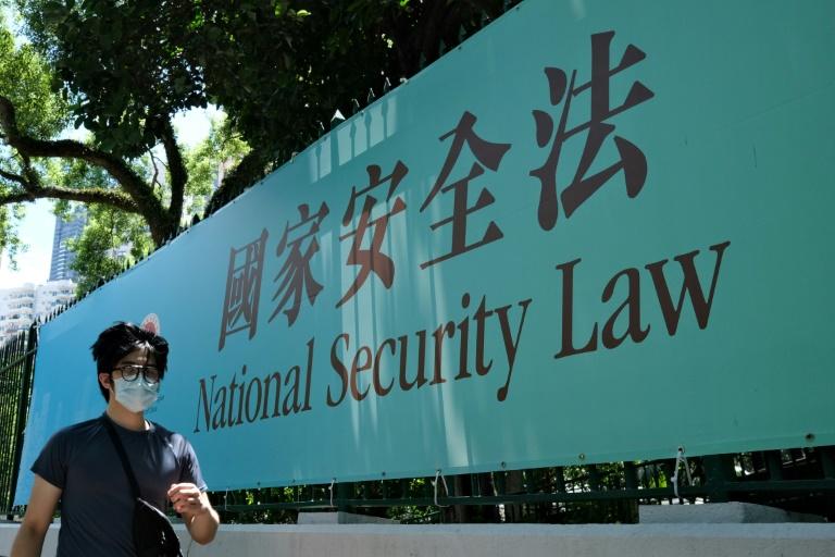 Quatro estudantes foram detidos nesta quarta-feira (29) sob a polêmica nova lei de segurança nacional imposta por Hong Kong