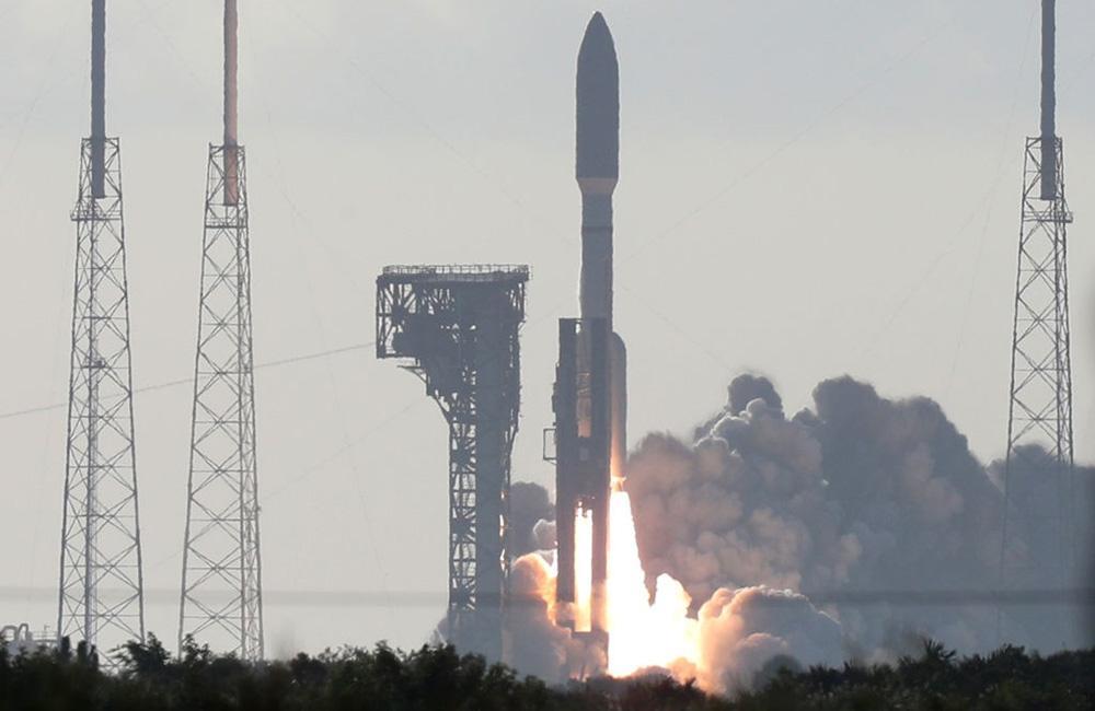 Atlas V é lançado no Cabo Canaveral, na Flórida