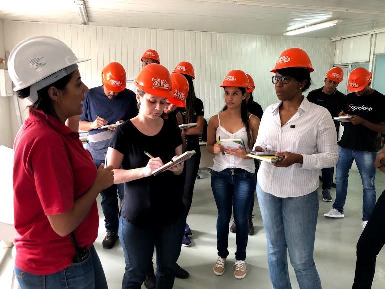 Alunos de Engenharia Civil da EMGE participam de visita técnica na MRV.