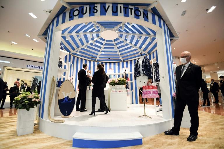 Empresas de luxo como Louis Vuitton, Fendi, Dior, Givenchy e Prada veem seu faturamento cair durante a pandemia do coronavírus