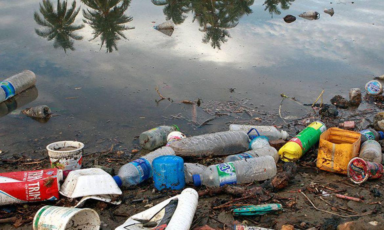 Os 29 milhões de toneladas de plástico que poderão entrar nos oceanos em 2040 representarão 100% de emissão de gases de efeito estufa, envolvendo um cenário sem mudanças na cultura ou no comportamento do consumidor