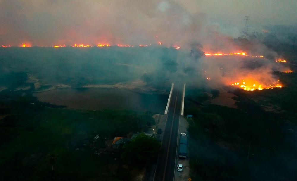 Ambientalistas creditam o crescimento à estação de seca e ao descaso do governo